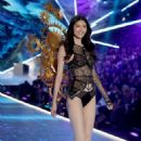 Sui He – 2018 Victoria's Secret Fashion Show Runway in NY - 454 x 680
