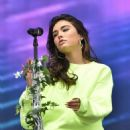 Madison Beer – Performs at Austin City Limits Music Festival in Texas - 454 x 549