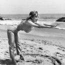 Barbara Eden - 454 x 568