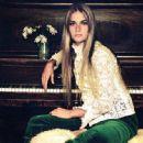 Peggy Lipton - 454 x 446