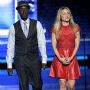 Kristen Bell and Don Cheadle At The 38th Annual People's Choice Awards (2012) - 396 x 594