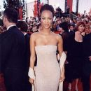 Tyra Banks At The 70th Annual Academy Awards (1998) - 454 x 690