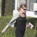 Julia Roberts - Walking To Get Her Hair Done At The Neil George Salon