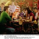 Jon (Breckin Meyer, left) and Liz (Jennifer Love Hewitt) enjoy their visit to an English pub - as do Garfield and Odie. TM and © 2006 Twentieth Century Fox. All rights reserved. - 454 x 441