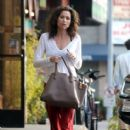 Minnie Driver stops by a nail salon in Los Feliz, California on January 6, 2014 - 413 x 594