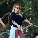 Hilary Duff with her boyfriend out in Los Angeles - 454 x 681