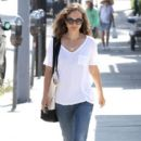 Natalie Portman: leves a cafe in Hollywood