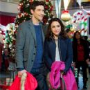 Lacey Chabert as Hannah Dunbar in Family for Christmas - 451 x 677