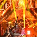 Aerosmith and Post Malone perform onstage during the 2018 MTV Video Music Awards at Radio City Music Hall on August 20, 2018 in New York City - 400 x 600
