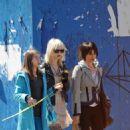 Taylor Momsen Walks With Her Mom & Sister In Soho, 2009-04-05