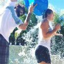 Kaley Cuoco Doing The Als Ice Bucket Challenge