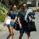 Tatiana Dieteman and Tobey Maguire – Seen on the beach in Malibu - 454 x 606