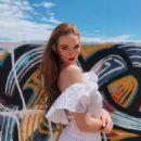 Larsen Thompson – Marc Jacobs Daisy Sunshine Collection 2019 - 454 x 554