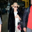 Kylie Minogue – Arriving at Dublin Airport - 454 x 761