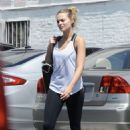 Margot Robbie heads to a gym in Los Angeles - 454 x 672