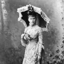 Princess Elizabeth of Hesse with parasol - 366 x 600