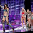 Candice Swanepoel – 2017 Victoria's Secret Fashion Show Runway in Shanghai - 454 x 336