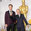 Chris Hemsworth and the winner Glenn Freemantle At The 86th Annual Academy Awards (2014) - 382 x 594