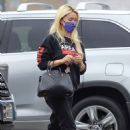 Holly Madison – Shopping candids