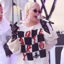 Christina Aguilera – Performing on NBC's 'Today' Show in New York - 454 x 627