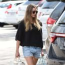 Elizabeth Olsen in Shorts at grocery shopping in Los Angeles - 454 x 767