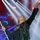 Whitesnake & Def Leppard live at SSE Arena in Belfast, Northern Ireland on December 7, 2015 - 454 x 291