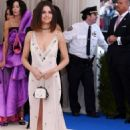 Selena Gomez – 2017 MET Costume Institute Gala in NYC - 454 x 681