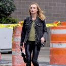 Diane Kruger in Skinny Black Leather Pants – Los Angeles 9/21/2016 - 454 x 632