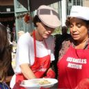 Minnie Driver – Los Angeles Mission Hosts Thanksgiving Event For The Homeless - 454 x 648