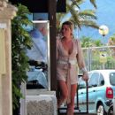 Sophie Monk out for lunch in Mallorca - 454 x 649