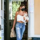 Kaia Gerber – Casual look outside a pet store in Malibu - 454 x 681