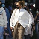 Jennifer Lopez – Shopping candids on Rodeo Drive in Beverly Hills - 454 x 681