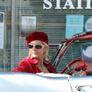 """Jenna Elfman - Films A Scene In A Classic Convertible For Her Latest Movie, """"The Six Wives Of Henry Lefay"""""""