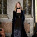 Karlie Kloss Emilio Pucci Fashion Show In Milan