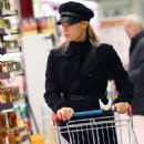 Michelle Hunziker – Shopping at the supermarket in Milan - 454 x 642