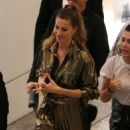 Gisele Bundchen – Arrives at Rosa Cha Event in Los Angeles - 454 x 624