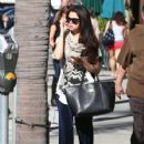 Selena Gomez leaves a friend's house on January 22, 2013 in Studio City, California - 427 x 594