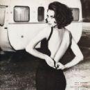 Christy Turlington - Vogue Magazine Pictorial [Italy] (February 1990) - 454 x 615