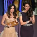 Kristen Wiig and Maya Rudolph At The 84th Annual Academy Awards - Show (2012) - 441 x 594