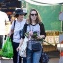 Rachel McAdams – Shopping at Farmers Market in Los Angeles - 454 x 706