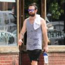 English actor Charlie Cox is spotted working up a sweat after working out in New York City, New York on August 16, 2016 - 404 x 600