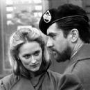 Meryl Streep and Robert De Niro in The Deer Hunter (1977) - 454 x 313