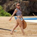 Hilary Duff enjoying the sun at The Beach in Malibu August 4, 2016 - 454 x 303