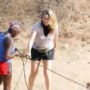 Alicia Silverstone – Hike with her dogs and a friend in Los Angeles