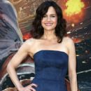 Carla Gugino – 'Skyscraper' Premiere in New York City - 454 x 681