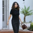 Selena Gomez – Leaves a friend in Los Angeles