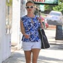 Reese Witherspoon stops by a spa in Santa Monica, California on July 8, 2016 - 382 x 600