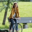 Katie Holmes – Filming 'The Gift' set in Montreal - 454 x 575