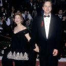 Susan Sarandon and Tim Robbins At The 64th Annual Academy Awards (1992) - 370 x 560