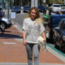 Hilary Duff at the Doctor's office - 452 x 600